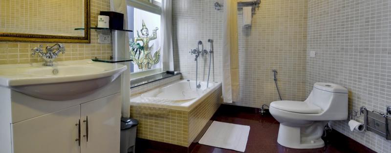 The Mayfair Hotel bathroom