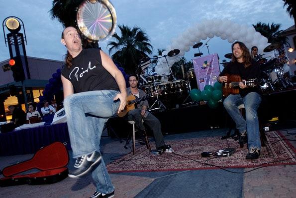 palm-springs-village-fest-preformer