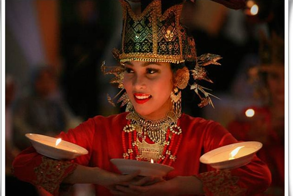 indonesia-TARI-PIRING