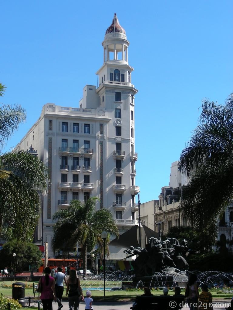 Montevideo Uruguay – beautiful old building and fountai
