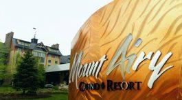 Pocono-Mountains-Pennsylvania-United-States-Mount-Airy-hotel-room