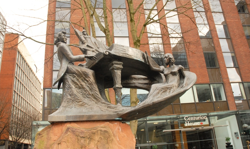 sculpture art in Manchester, England