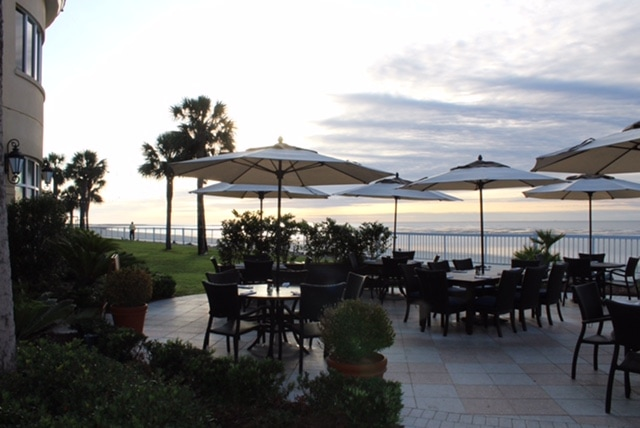 St. Simons Island, Georgia: The King and Prince Beach and Golf Resort gorgeous outdoor dining area overlooking the beach and pool.