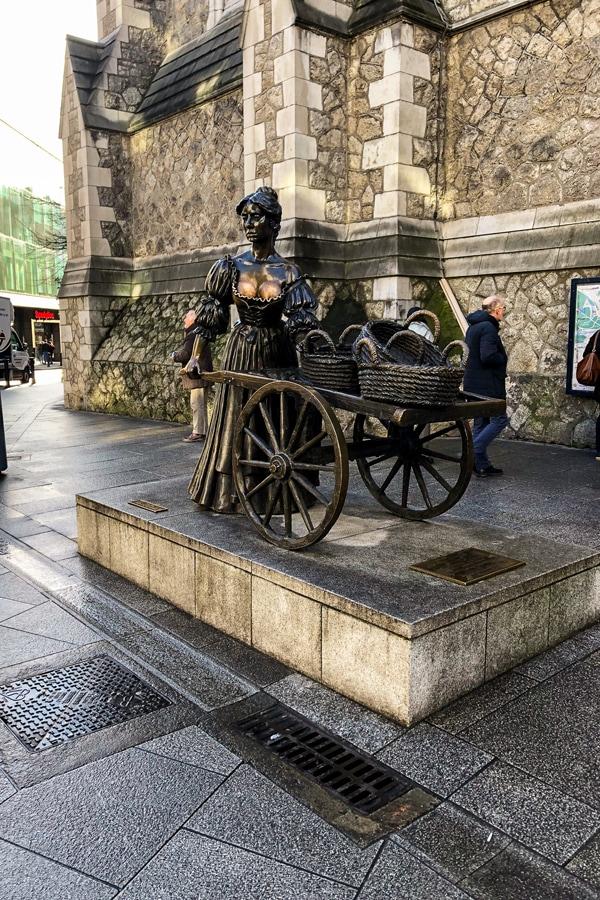 Dublin, Ireland Molly Malone statue