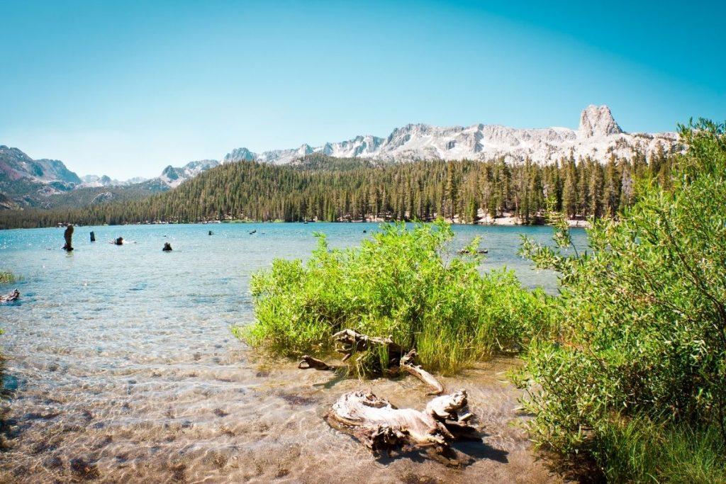 hike along lake in Mammoth California